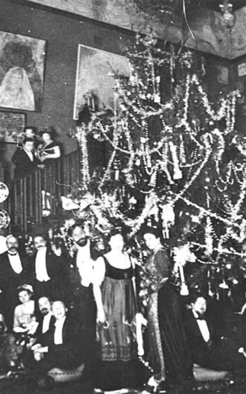 Семья Рябушинских во время празднования Рождественских праздников
