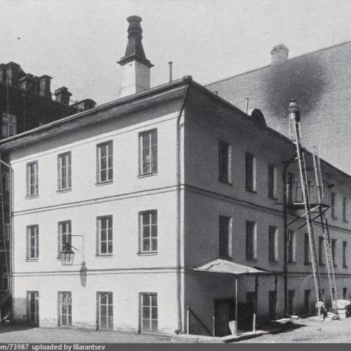 Первоначальное помещение фабрики Рябушинских в Голутвинском переулке